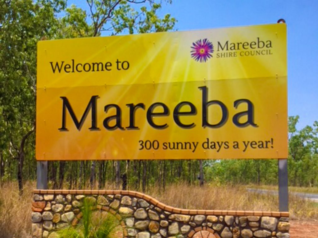 Sign saying Mareeba 300 hundred sunny days a year